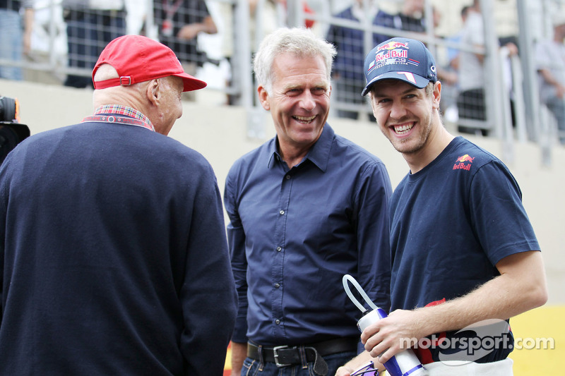 Mercedes 'trying to get Vettel' - Marko