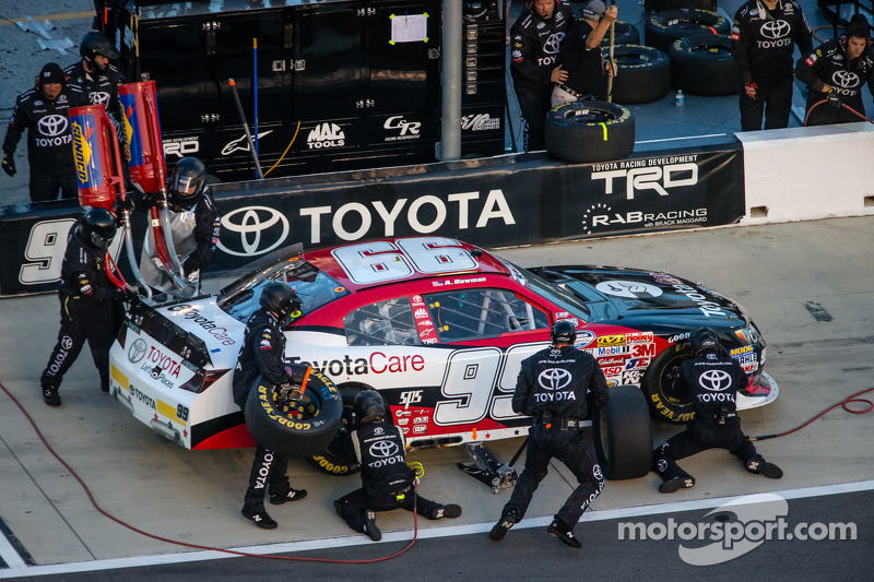 Alternator failure forces Bowman behind wall, finishes 31st at Chicagoland