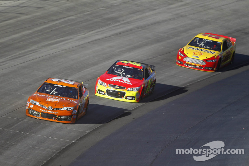 Despite finishing seventh, Kenseth sees points lead shrink