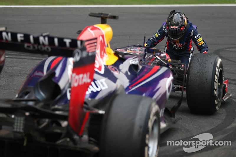 FIA summons Vettel after title 'donuts'