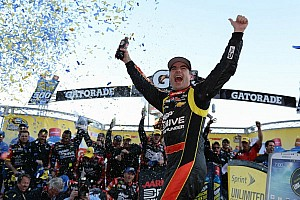 NASCAR Cup Race report Gordon gets first win of 2013 at Martinsville