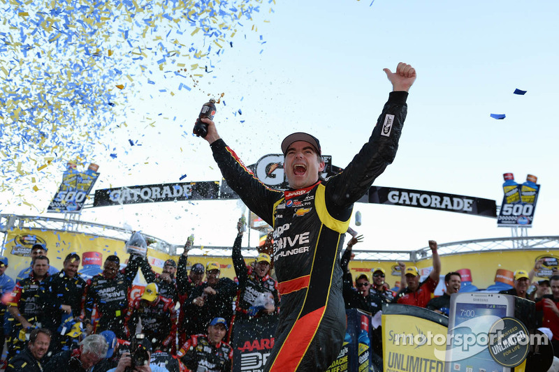 Gordon gets first win of 2013 at Martinsville
