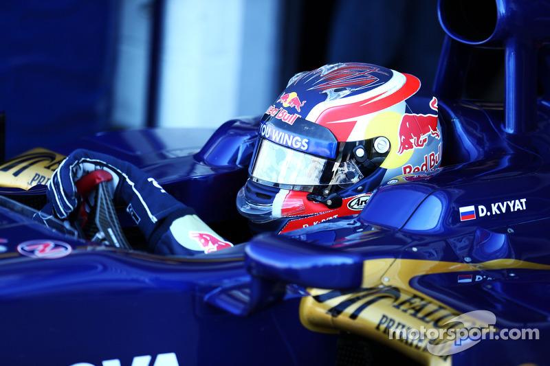 F1 steering wheel guide with Toro Rosso's Daniil Kvyat - video
