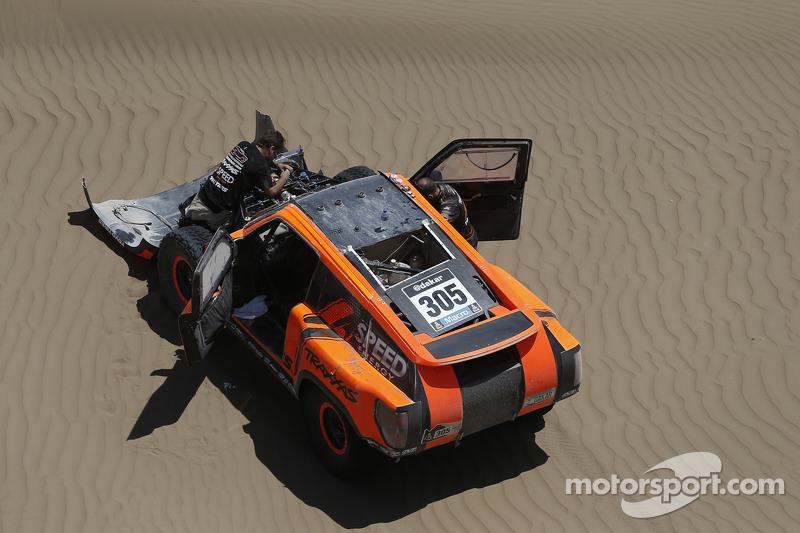 Mechanical issues sideline Robby Gordon at Dakar Rally