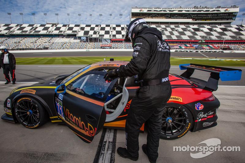 Broken radiators make Daytona 24 a difficult race for Norbert Siedler