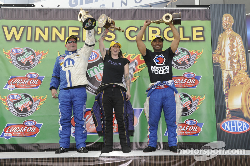 Brown drives DSR dragster into Phoenix winner's circle