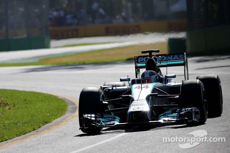 Mercedes tops timesheets in FP2 at Melbourne