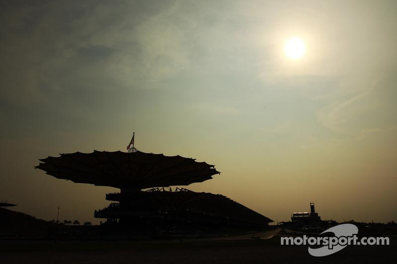 F1 race going ahead despite Malaysian plane crash