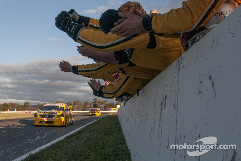 James Moffat takes Nissan inside the top 10 in ANZAC Day V8 race