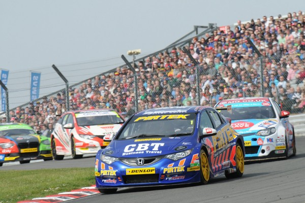 BTCC set to thrill Thruxton Bank Holiday crowd
