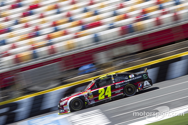 Jeff Gordon to miss Happy Hour at Charlotte Motor Speedway