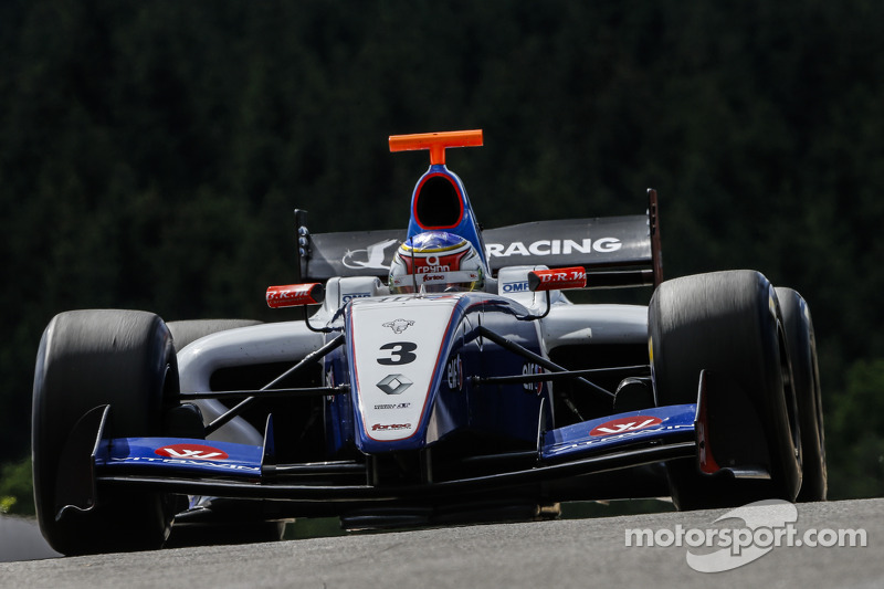 Moscow: Sergey Sirotkin on top at home