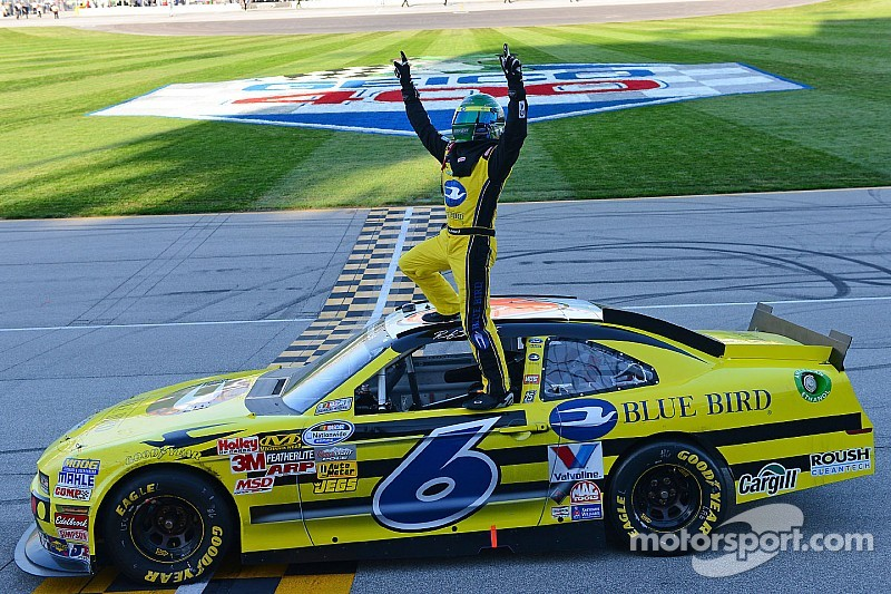 Chicagoland stand-alone allows NNS teams to strut their stuff
