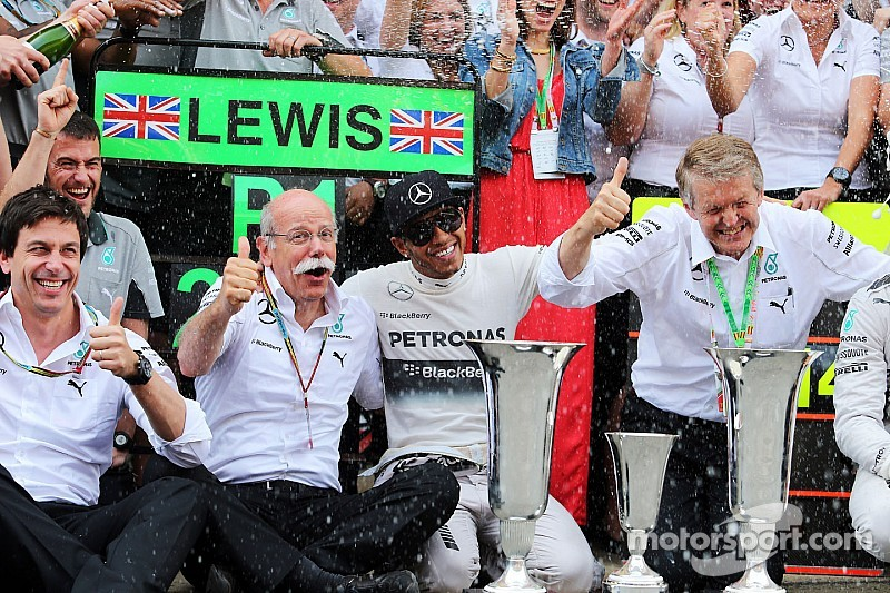 Mercedes still 'hungry' for titles - Zetsche