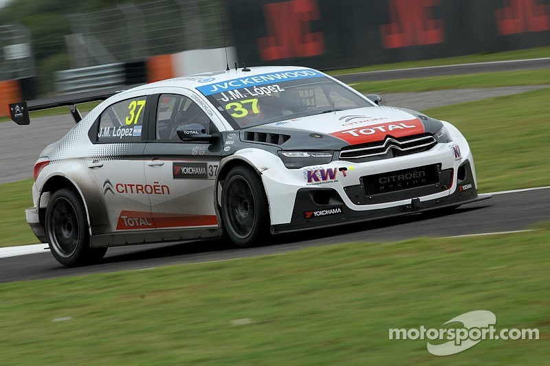 Lopez scores pole in Argentina by over a second