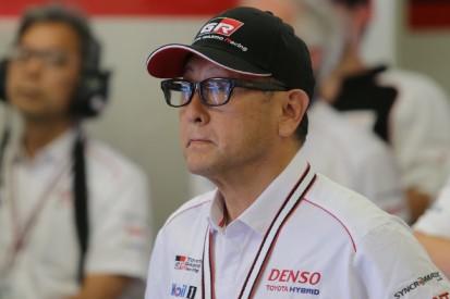 Im Moment des großen Triumphs: Toyota-Chef entschuldigt sich bei #7