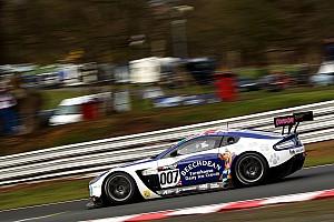 GT Reporte de calificación Adam y Griffin toman las poles para el British GT