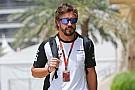 Fernando Alonso se rinde antes de llegar a Barcelona