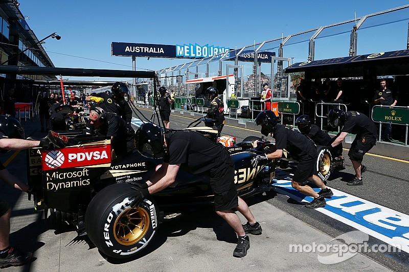 Механик Lotus получил травму лодыжки