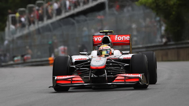 Hamilton strappa la pole alla Red Bull