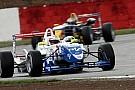 James Calado vince su una scivolosa Silverstone