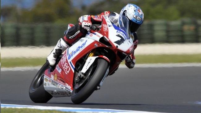 La prima pole 2011 è di Carlos Checa