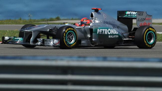 La Mercedes sposta gli scarichi davanti alle pance!