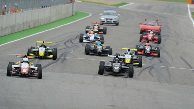 F2000 Light: ecco il calendario 2012