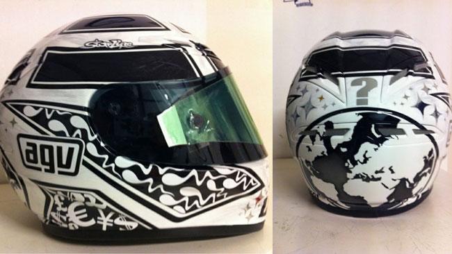 Andrea Iannone mostra il suo nuovo casco su Twitter