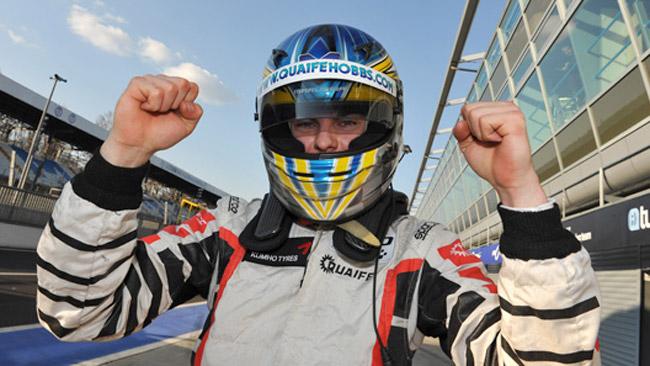 La prima pole del 2012 va a Quaife-Hobbs
