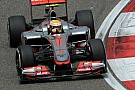 Hamilton si congratula per la pole di Nico