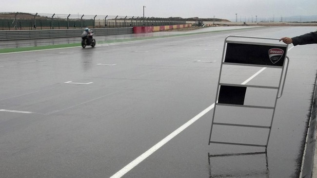 La pioggia tormenta anche i team di SBK ad Aragon