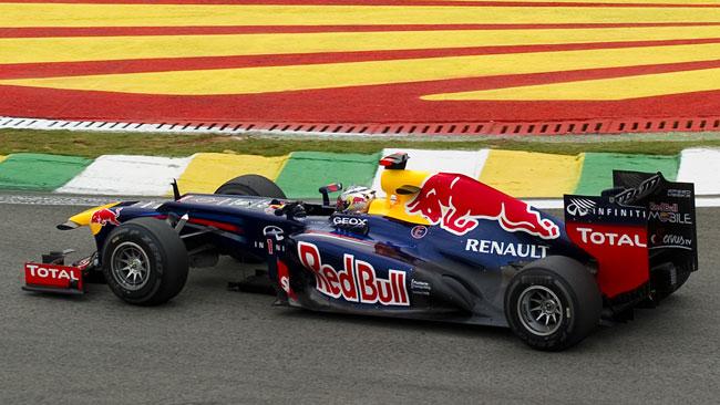 Incidente per Vettel al primo giro, ma riparte!