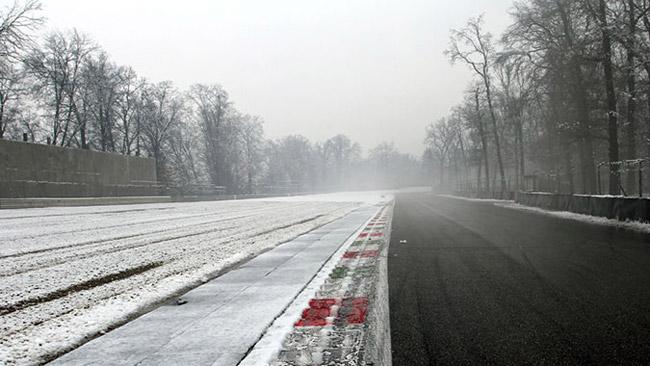 La neve cancella la prima giornata dei test di Monza