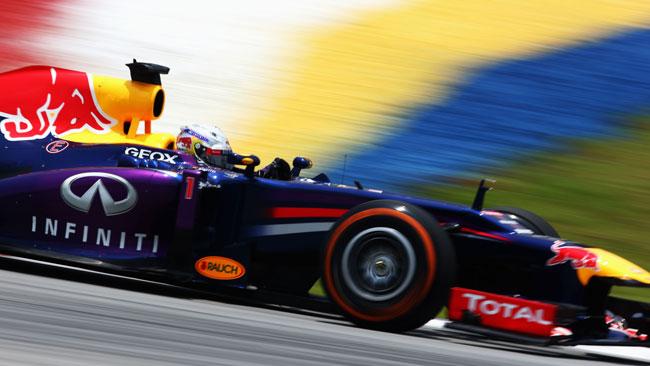 Vettel in pole a Sepang davanti alle Ferrari