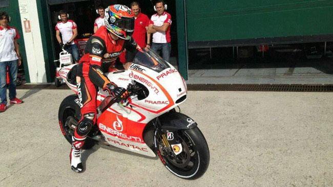 Primi giri con la Ducati per Alex De Angelis