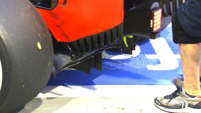 La Red Bull con un diffusore posteriore tagliato