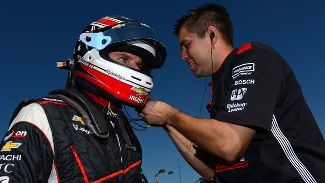 Will Power soffia la pole a Castroneves a Fontana