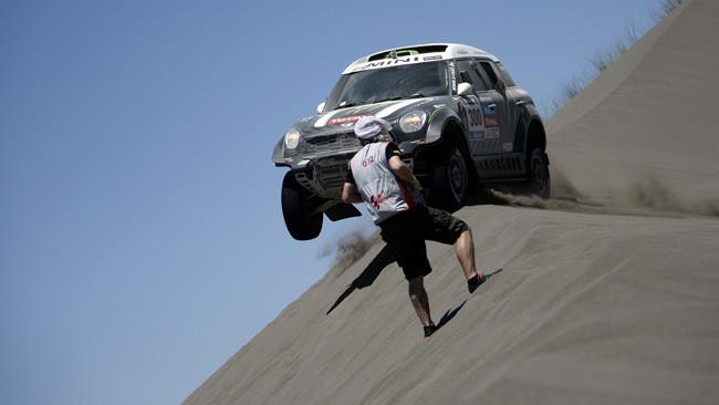 Dakar, Tappa 2, Auto: speciale e vetta a Peterhansel