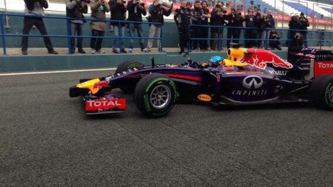 Nel finale scende in pista anche la Red Bull RB10