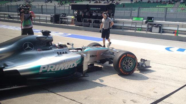 Sepang, Libere 1: Raikkonen insegue la Mercedes!