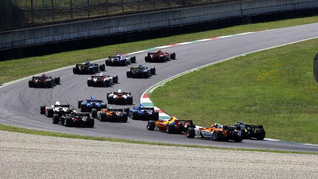 14 piloti in pista nei test collettivi di Valencia