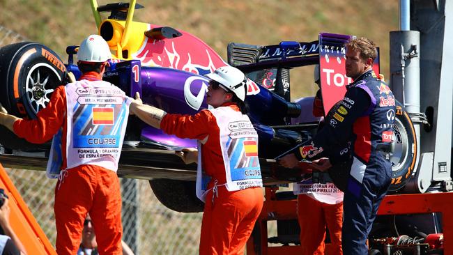 Vettel fa solo quattro giri: problema elettrico!