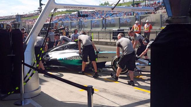 Hungaroring, Libere 1: Hamilton nel derby Mercedes