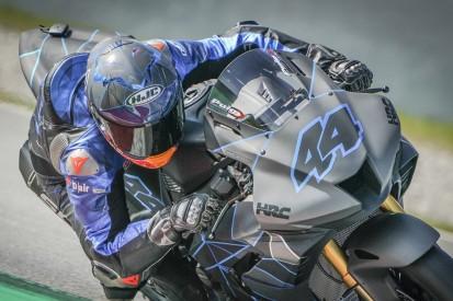 MotoGP-Stars fahren mit Superbikes in Barcelona und testen das neue Layout