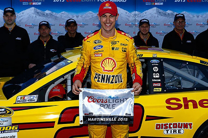 Joey Logano in pole anche a Martinsville