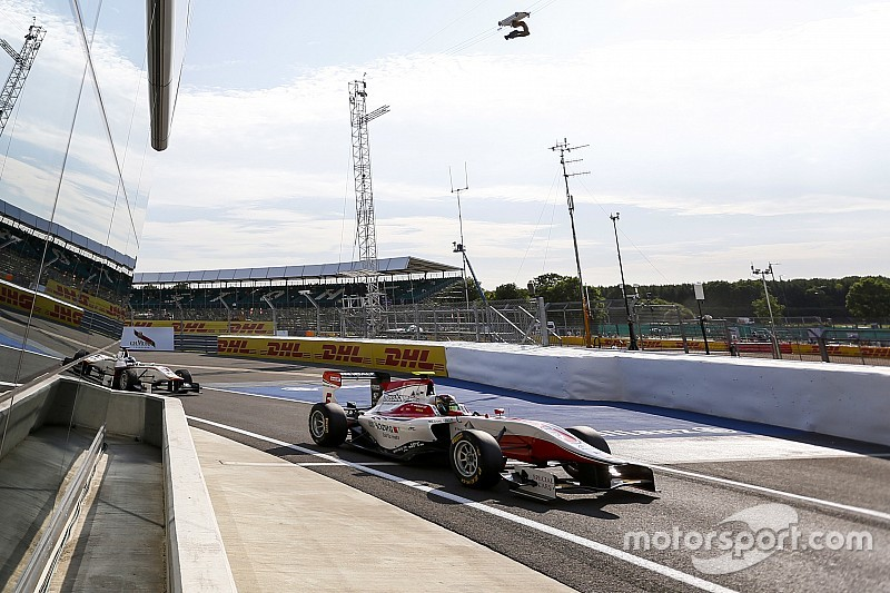 Silverstone GP3: Kirchhofer fends off Bernstorff for second win of 2015