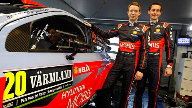 Kevin Abbring con Paddon nel team Hyundai Mobis