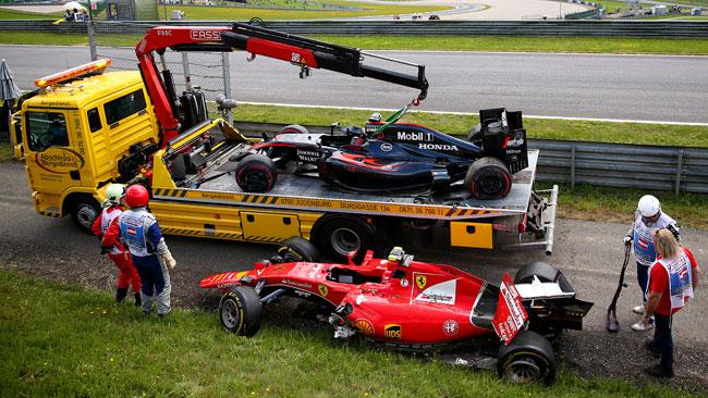 """Alonso: """"Non ho toccato Kimi, lui ha sbandato"""""""