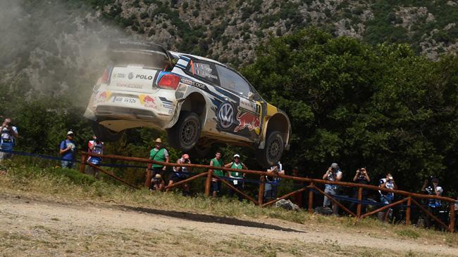 Sardegna, PS21: Ogier prende il... volo con la Polo